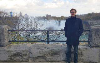 Niels Linnemann in front of Niagra Falls